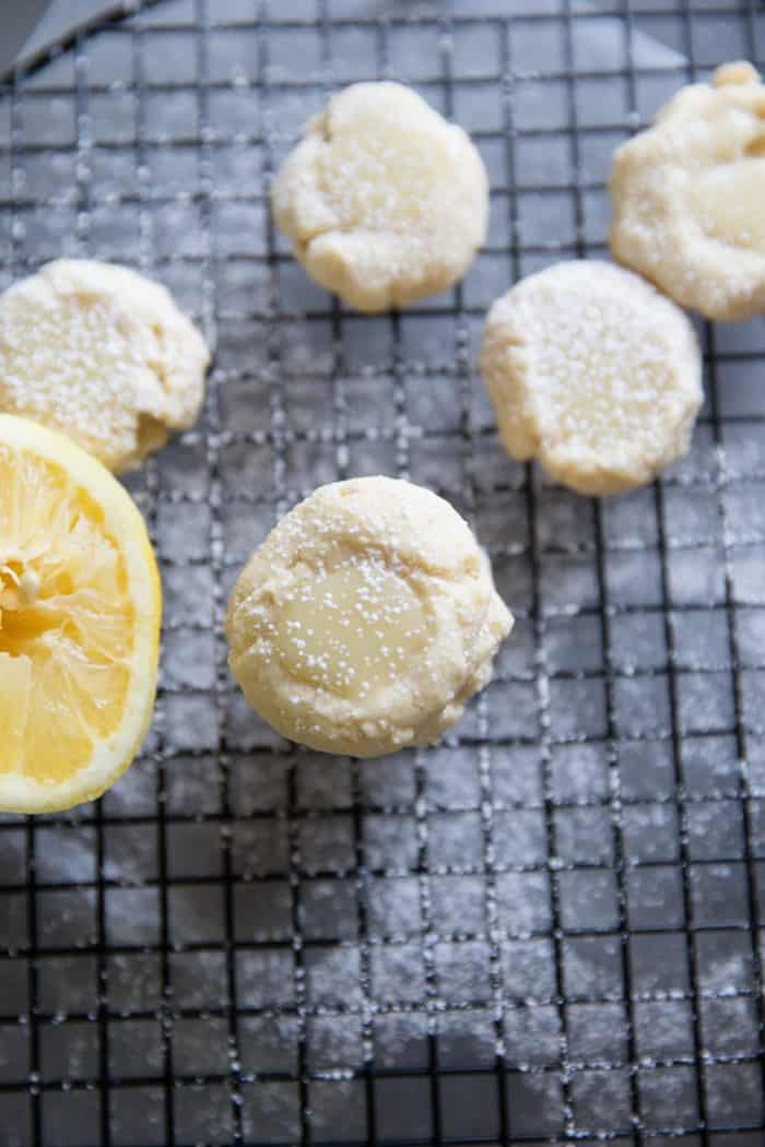 Lemon cookies and lemons
