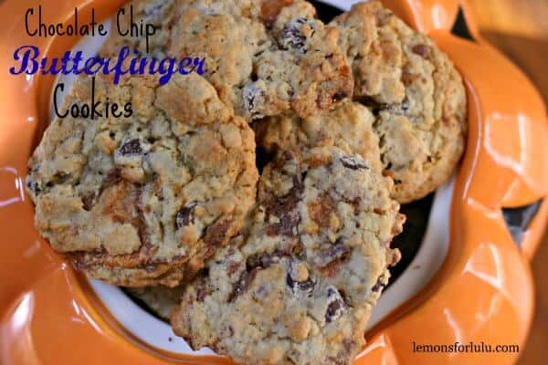 Chocolate-Chip-Butterfinger-Cookies are crisp and chewy cookies with lots oats and chocolate too! lemonsforlulu.com