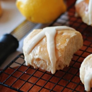 Lemon Hot Cross Buns  | Lemonsforlulu.com
