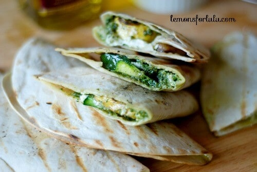 These grilled veggie quesadilla's melt in your mouth! They are packed full of fresh flavor and they are a snap to prepare! lemonsoforlulu.com