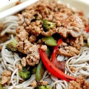 Spicy ground pork served with veggies and Japanese Soba Noodles www.lemonsforlulu.com