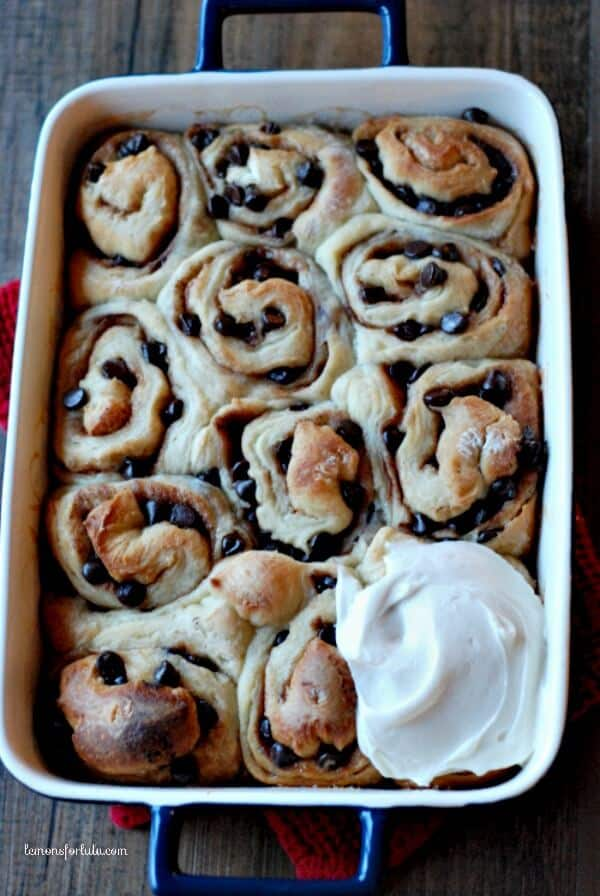 Cinnamon Rolls made with mint chocolate chips and with a subtle mint frosting! www.lemonsforlulu.com