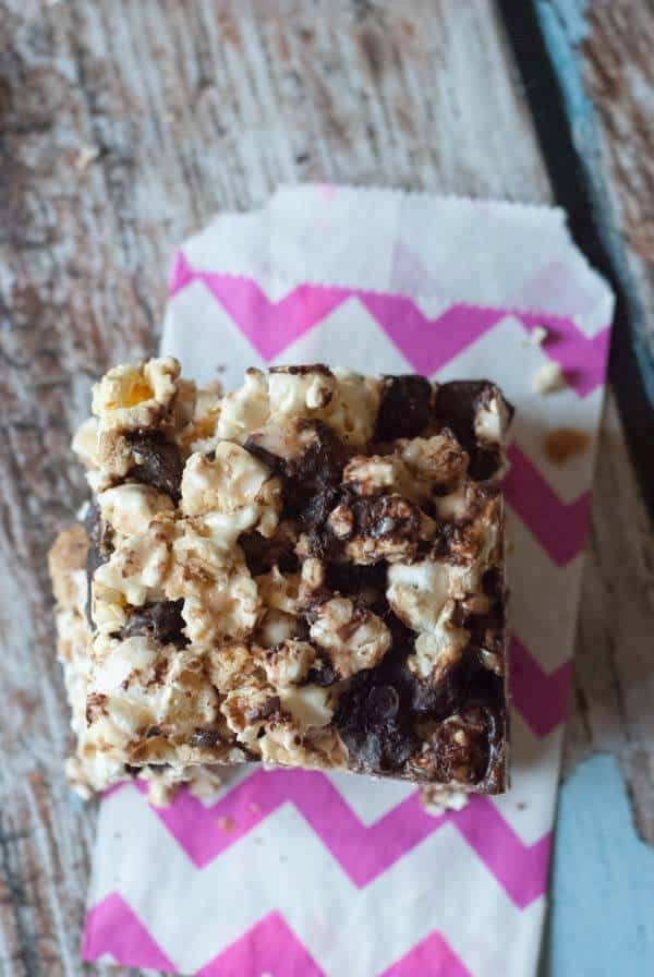 Fun and tasty S'mores popcorn bars! lemonsforlulu.com