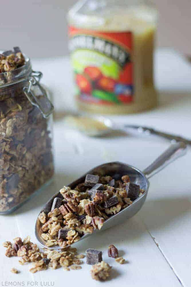 Pecan pie granola is so easy to make! It's a great low fat snack any time of the day! www.lemonsforlulu.com #AppleSauceSwap