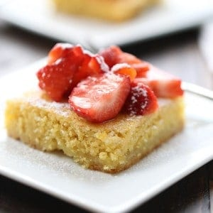 Strawberry Lemonade Bars start with a cake mix, but with fresh strawberries these bars taste like a rich, decadent dessert! lemonsforlulu.com #BecomeABetterBaker
