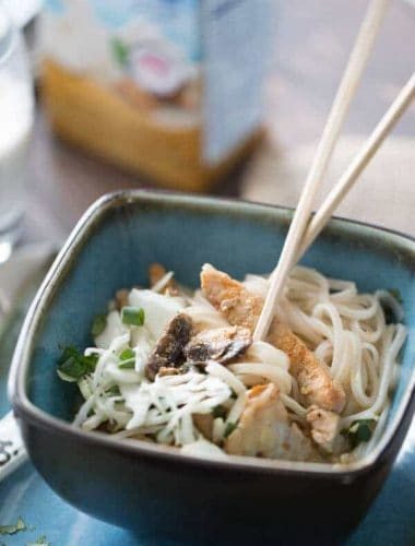 Pork is lightly seasoned with curry paste in this quick cooking noodle bowl! lemonsforlulu.com