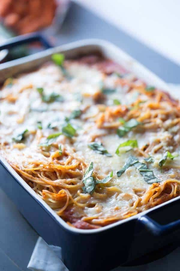 Easy baked spaghetti casserole will remind you of lasagna, only better! lemonsforlulu.com