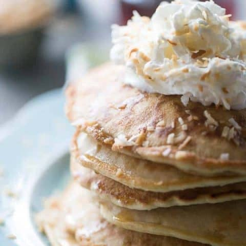 A simple toasted coconut pancake recipe with toasted coconut, coconut extract and almondmilk coconutmilk! lemonsforlulu.com