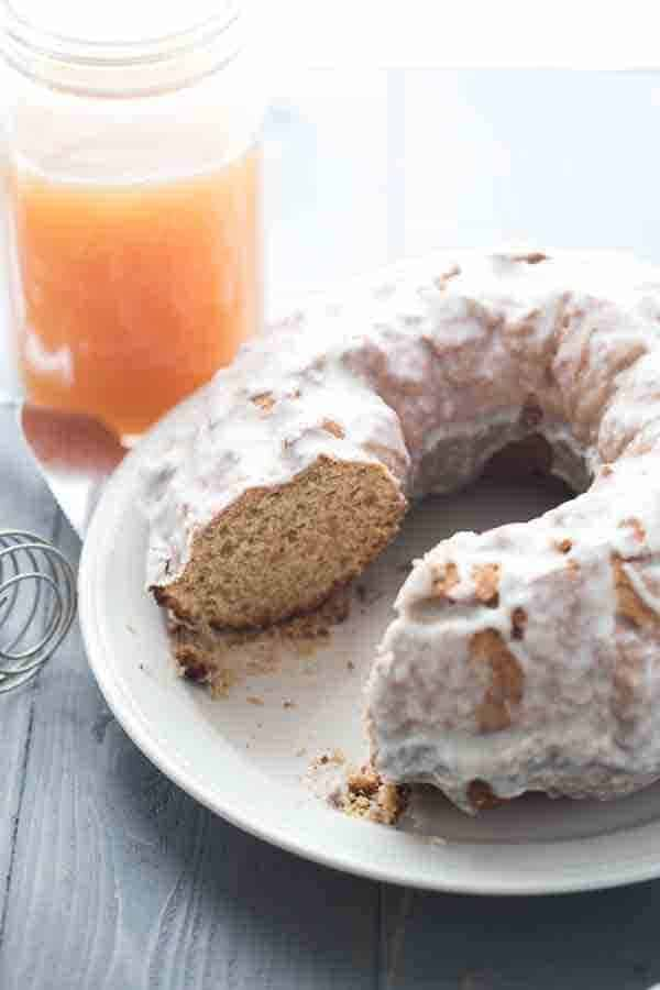 Apple cider donut takes the form of a autumn inspired coffee cake! The cider glaze is to die for! | lemonsforlulu.com