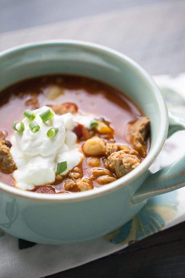 This quick chili recipe is kicked up with sweet and spicy Indian flavor. lemonsforlulu.com