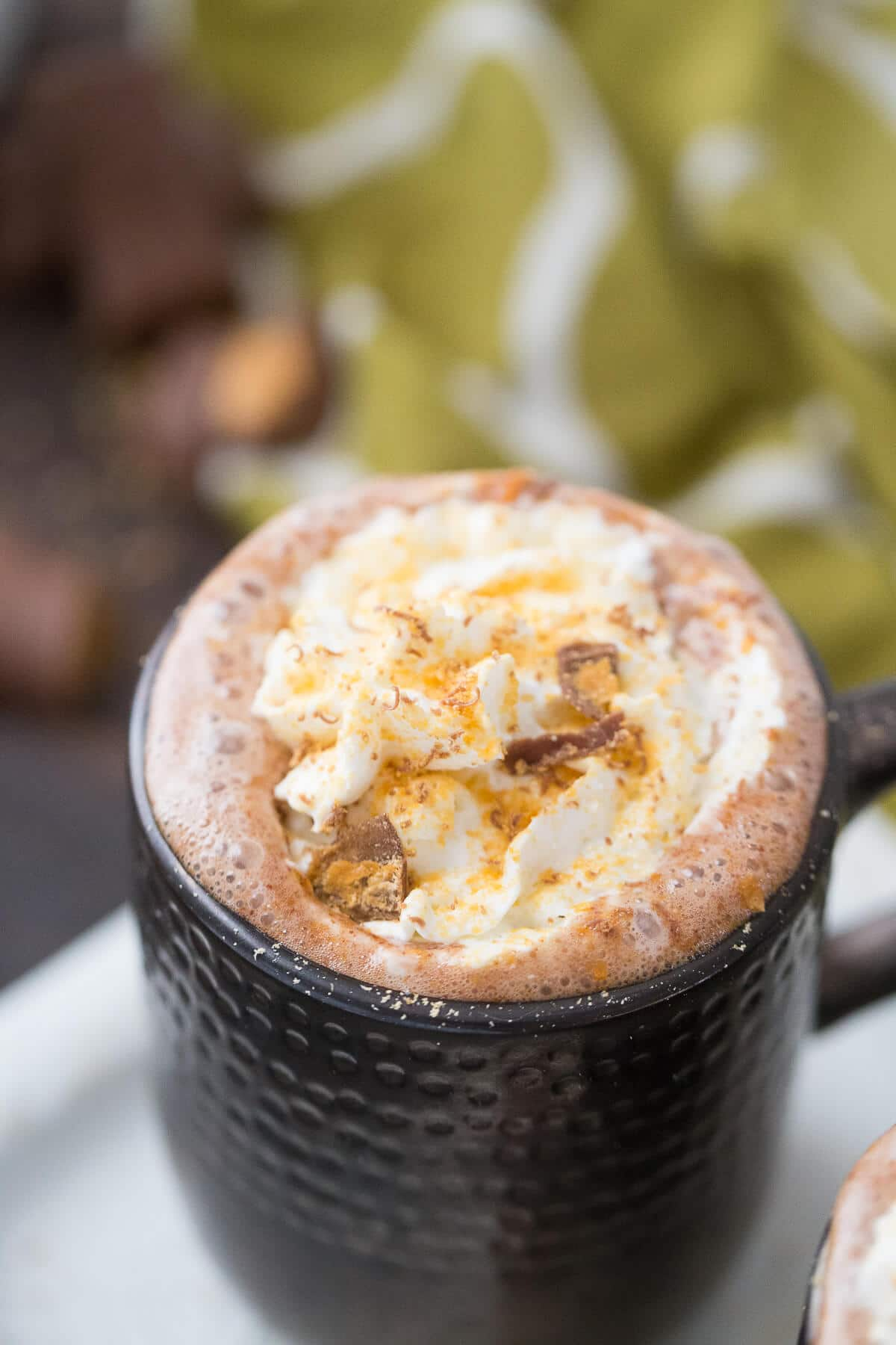 This a heck of boozy hot cocoa recipe! This hot chocolate tastes just like Butterfinger candy!