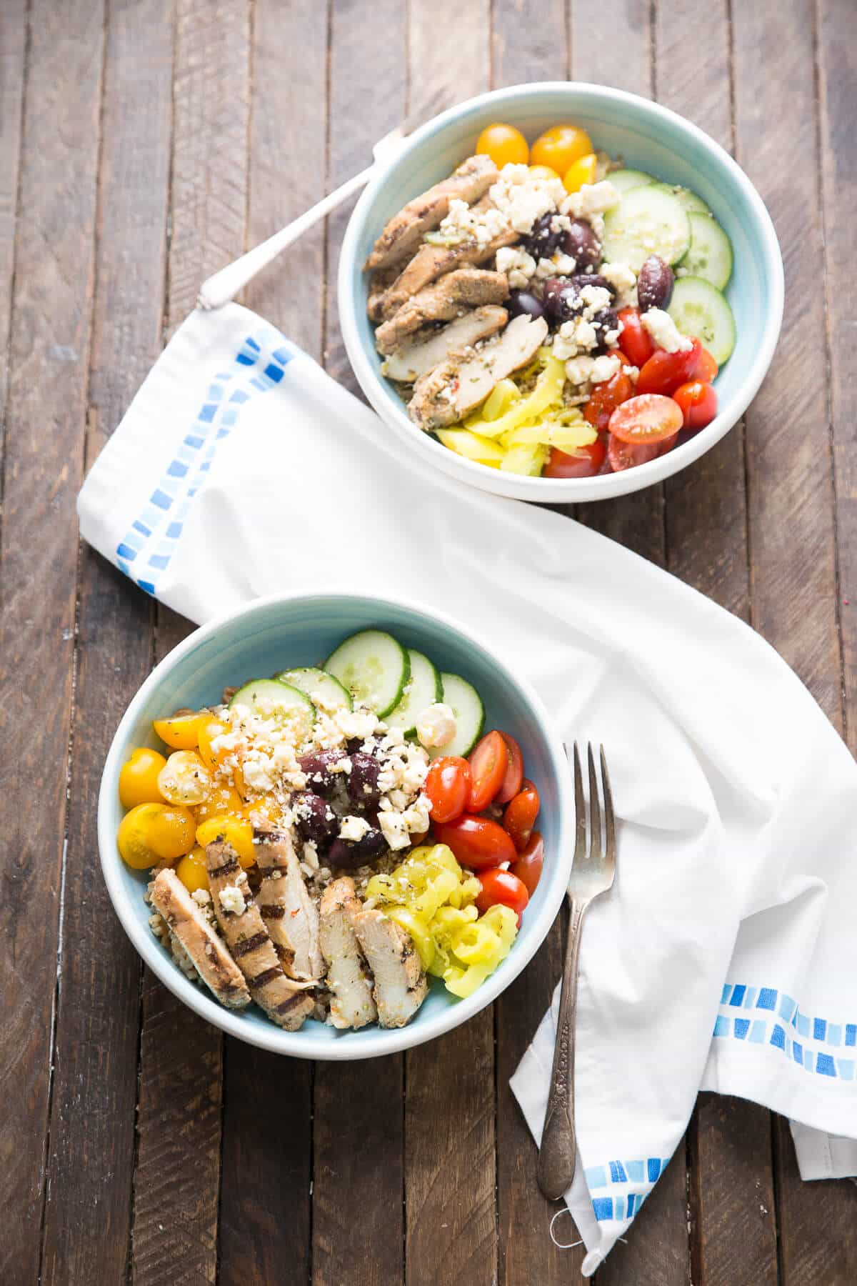 This Mediterranean chicken bowl is filled with nothing but goodness! This is a meal you can feel good about! lemonsforlulu.com