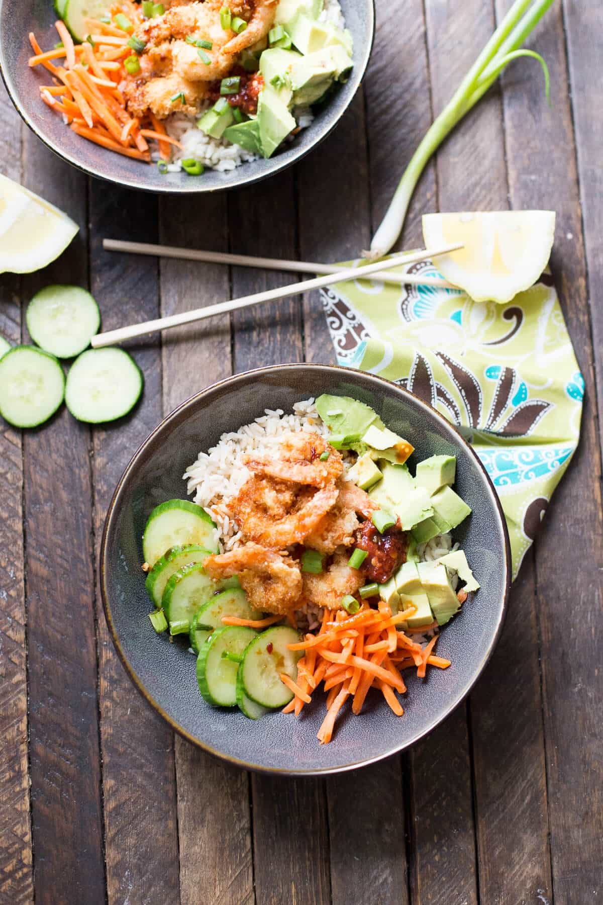 Breaded shrimp, veggies and a spicy sweet sauce make this sushi bowl absolutely delicious!