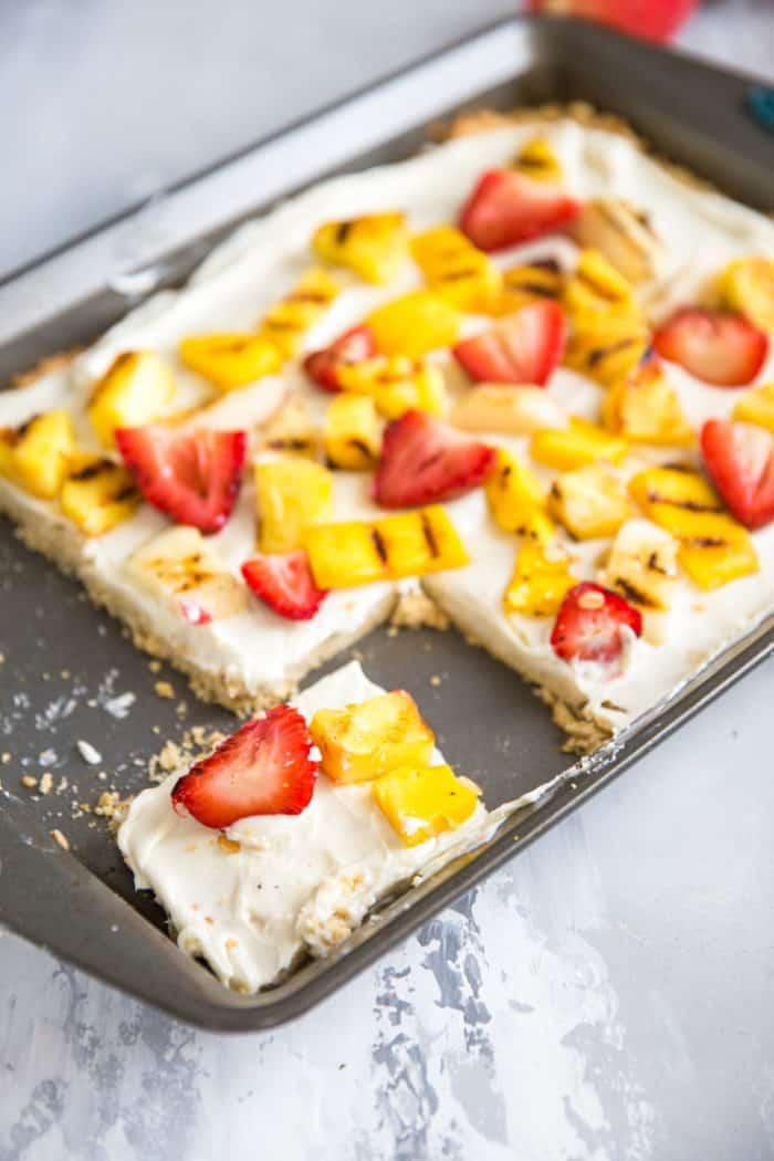 fruit pizza sliced
