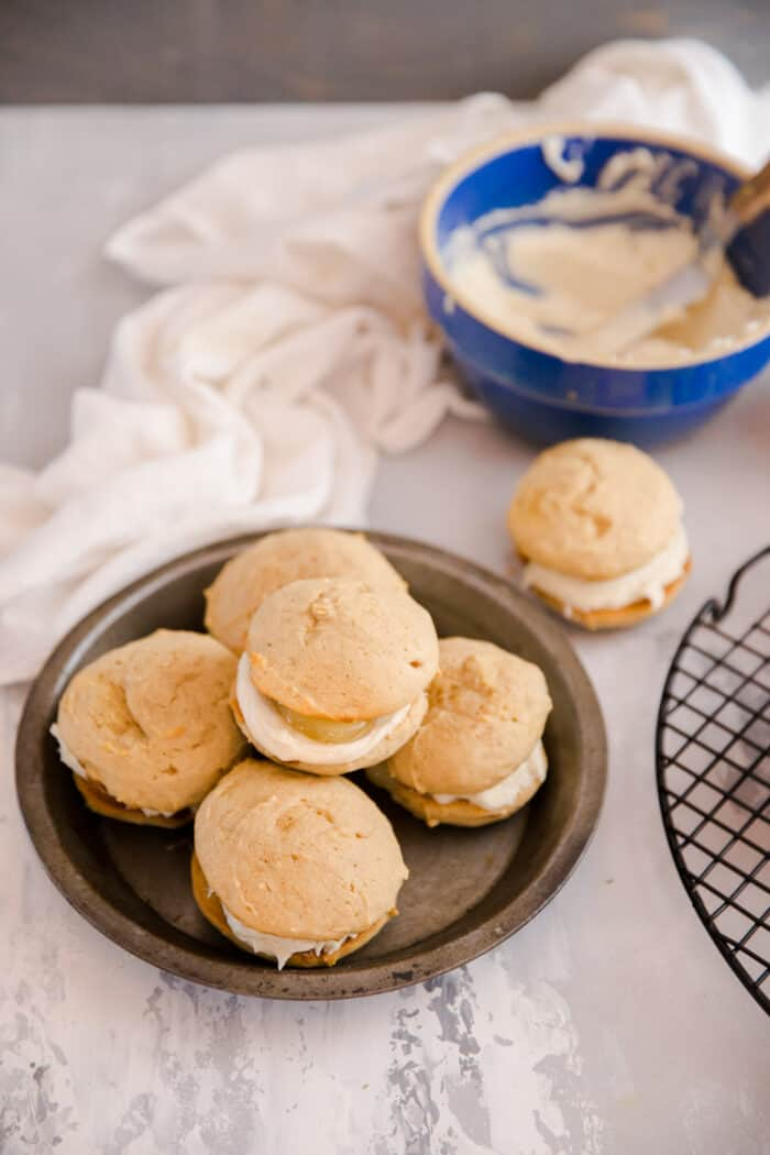 whoopie pies with frosting