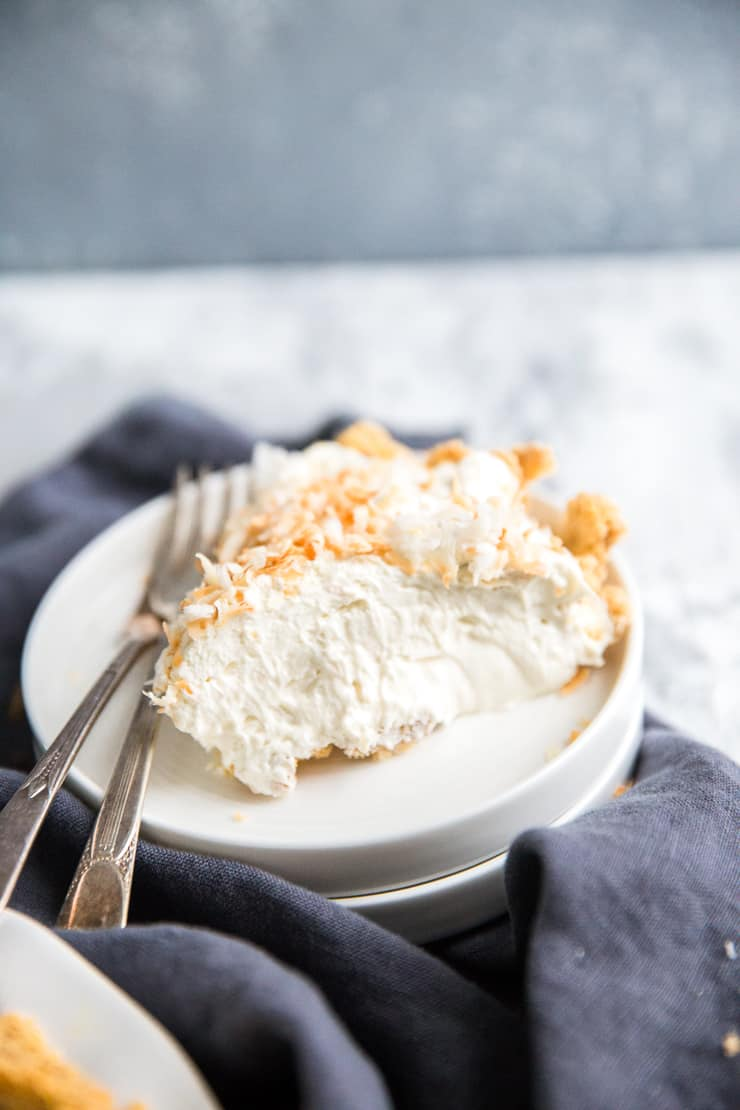 slice of no-bake cheesecake with two forks